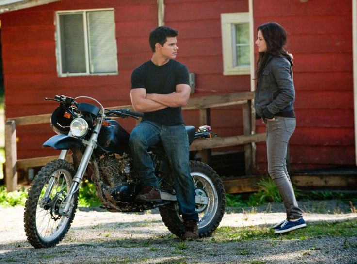 12. Bella Does Something Stupid, Part 1 (New Moon) from 28 Best Twilight Movie Scenes Ever!