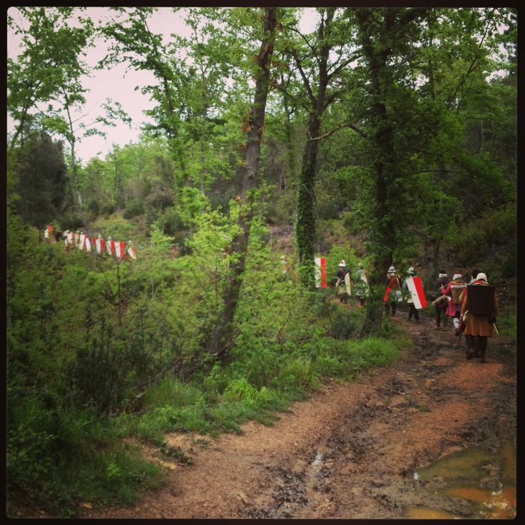 """Marcia in armi 2014 Un gruppo di rievocatori vestiti e armati come da regolamento fiorentino del 1260 ripercorre due tappe della marcia che portò l'esercito allo scontro coi senesi nella battaglia di """"Santa Petronilla"""""""