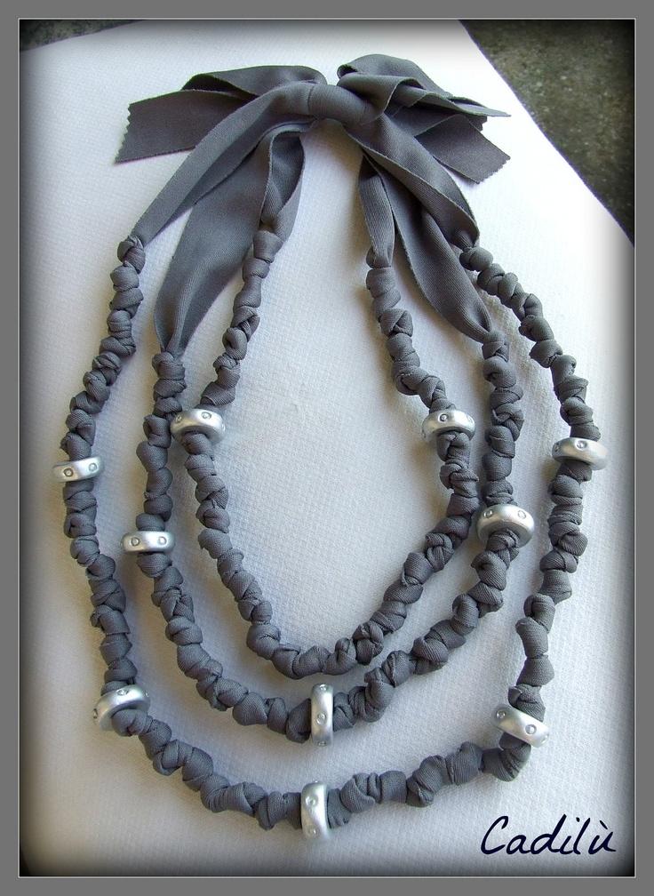 099 - Collana in fettuccia grigio antracite con perline in kato polyclay argento. €27.00, via Etsy.