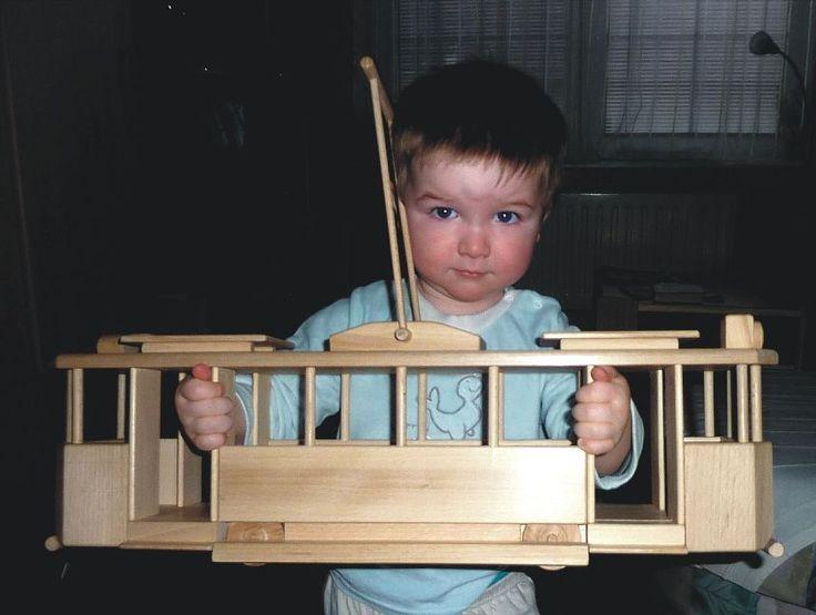 Františkova dřevěná hračka tramvaj Le Grande.