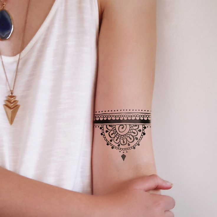 This half mandala temporary tattoo in henna tattoo style looks amazing on your arm or wrist. It's cute and stylish at the same time! Note: the band doesn't go a