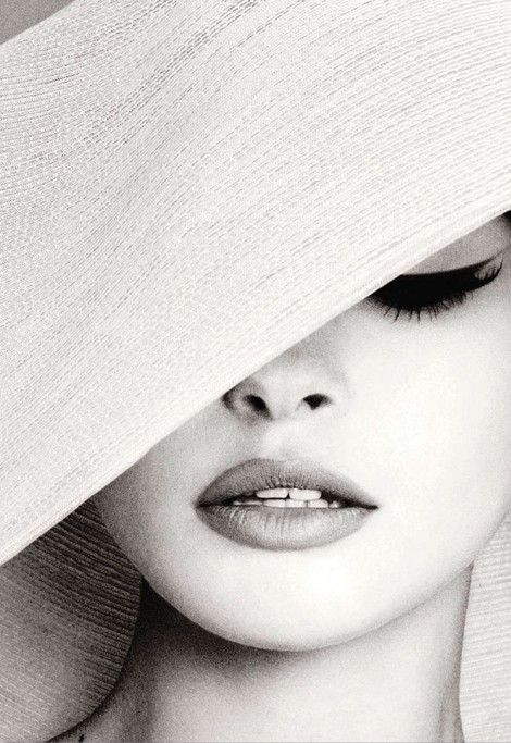 ChicEyeliner, Eye Makeup, Cat Eye, Beautiful, Cateye, Audrey Hepburn, Black White, Eye Liner, Sun Hats