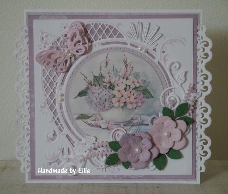 Dag allemaal,     Ik kom weer een kaartje laten zien dit keer met een mooi bloemenplaatje van Mattie ik ben fan van haar plaatjes. Wat kome...