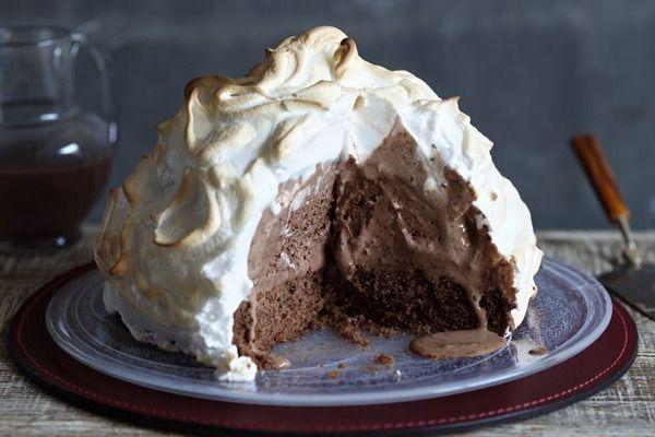 Από την Λίζα Μάτσα, Η τούρτα Baked Alaska (γνωστό και ως omelette à la norvégienne) σήμερα αποτελεί ξεκάθαρα την crème..
