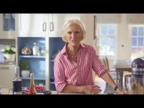 Mary Berry's Pavlova (The Farmers' Market) - YouTube