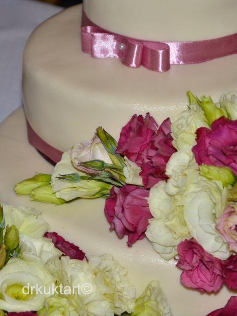 Wedding cake inspiration.  http://drkuktart.blog.hu/2014/07/10/egy_kis_hazai_lagzi_cozy_wedding_at_normafa_in_budapest