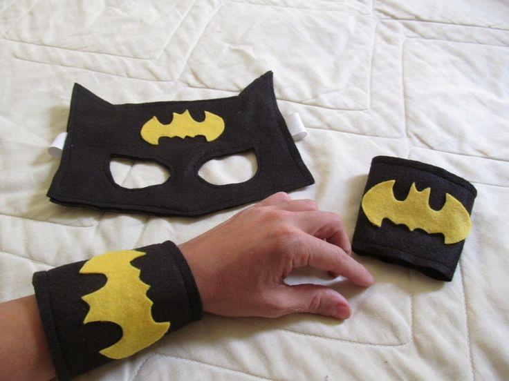 Lembrancinha Batman- capa, máscara e bracelete em feltro - Atelier Pequeno