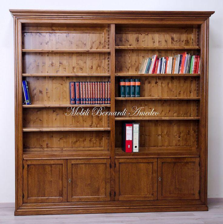 Solid wood bookcase, classic style, handmade in Italy. Libreria in legno massello di noce, stile classico, produzione italiana al 100%