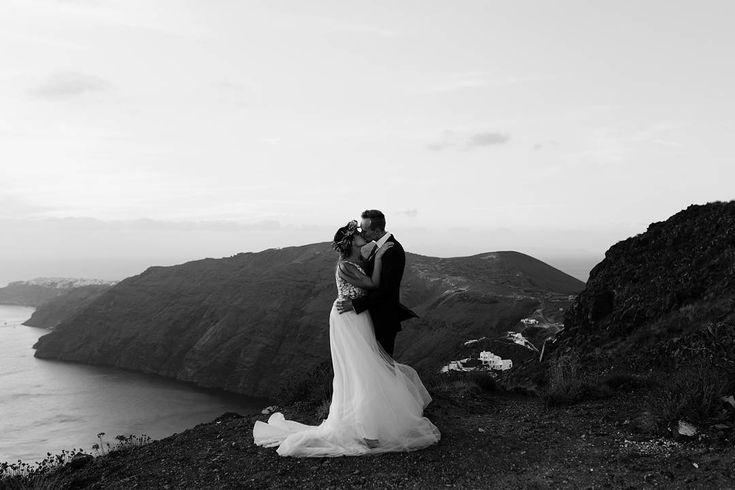 Intimate wedding in Santorinj