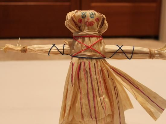 Corn Husk Doll tutorial from Kiwi Crate Blog - these were shown to the kids as an example of period-appropriate toys when I accompanied my daughter's class on a field trip to the Sam Houston Museum in Huntsville, TX.