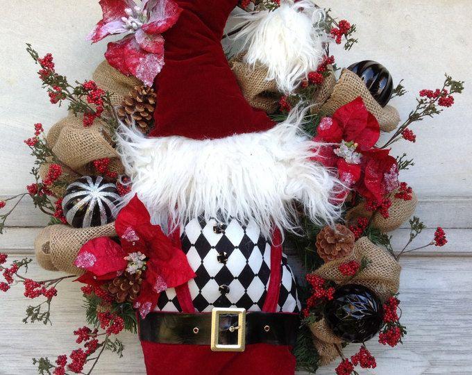 Ce produit est expédié en novembre  Couronne de Noël elfe Chapeau et les jambes faites par moi à laide de mes propres modèles et les conceptions originales. Peint à la main quelques ornements Mesure 28 de large par 45 de haut