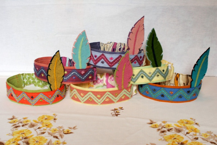 Little Indian Head Dress- These would be soo cute to put at a thanksgiving kids table and fun to play with for hours After :) imagine the picture possibilities