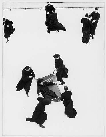Mario Giacomelli io non ho mani che mi accarezzino il votlo. So smart, priest playing with snow!!!!