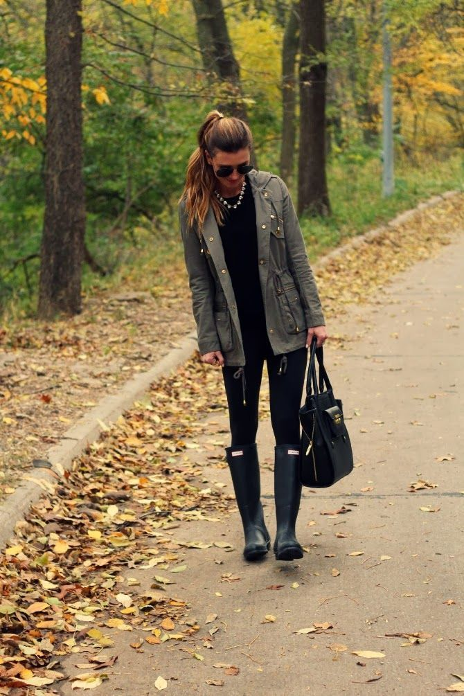 Fall Weekend Wardrobe - olive utility jacket and all black outfit underneath