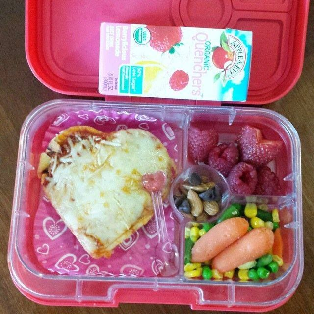 Showing a little love in the lunchbox! Thanks for another wonderful creation, @jennoro.  Show us your most creative #FoodFriends by sharing them with us on Facebook and Instagram (@appleandevejuice).