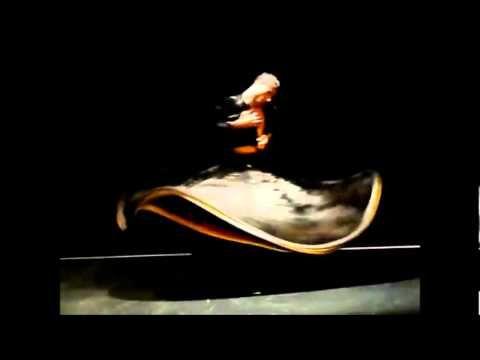 """""""Il Sufi a volte danza, ma, mentre danza, al centro rimane assolutamente immobile -- il centro del ciclone.  La danza è il ciclone, tutto il suo corpo è in movimento, è fluido, dinamico, ma al centro la coscienza osserva in silenzio, indisturbata e senza distrazioni. Esteriormente si può solo imparare l'esercizio.   Esteriormente non si conoscerà mai quello che accade dentro al danzatore. E la vera storia è tutta interiore.""""    Osho, The Perfect Master, Vol.2"""