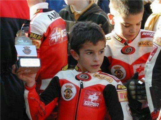 Mini Marc Márquez -Precioso!! Q gracia verlo tan pequeñito con el traje típico de moto gp... <3 adorable, me lo como!