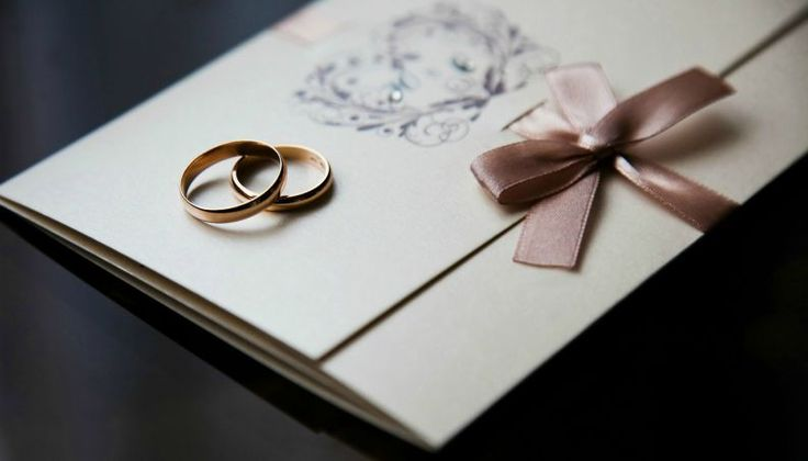 Quem deve entregar os convites de casamento? 5 ideias para noivos atarefados - Vix