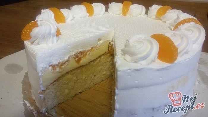Mamka mě oslovila, jestli bych jí neupekla něco s mandarinkami, tak mě hned napadla florida. Chtěla jsem něco, co vypadá luxusnější, proto jsem místo klasických řezů zvolila kulatou dortovou formu. Autor: Mineralka
