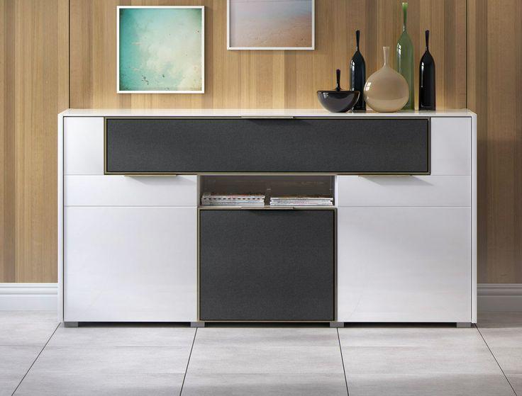 Aż 10 przegród pozwala w dowolny sposób zaplanować rozkład elektroniki i innych drobiazgów, by na co dzień wszystko miało swoje określone miejsce i zawsze było w zasięgu ręki. #meble #furniture #white #salon #livingroom