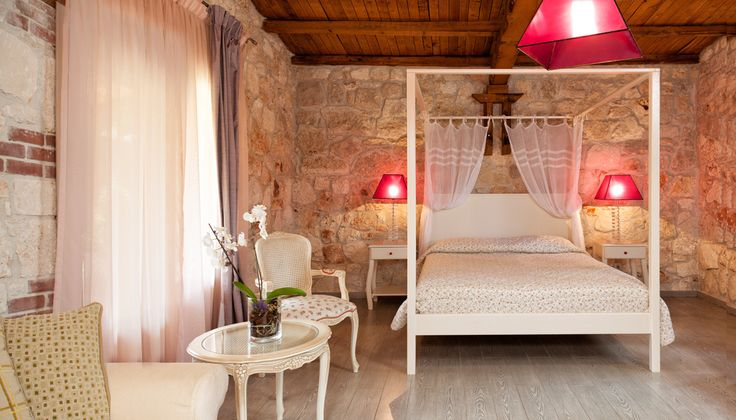 Staying in Kassandra Halkidiki already ensures the quality. Petrino Suites Hotel offers to the traveler exactly what he needs. Comfort. Romantic atmosphere. Tailored services. A real ecotourism experience in a place foul of natural beauty.