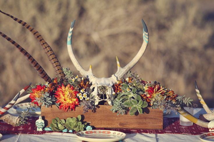 Love the antlers used in wedding reception with the succulents and the pheasant feathers - Gore!
