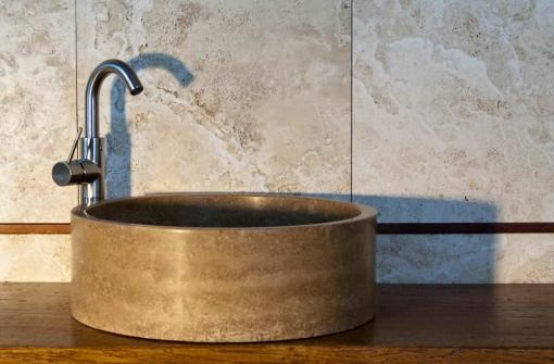 Nice and simple Noce travertine sink by Pietre di Rapolano