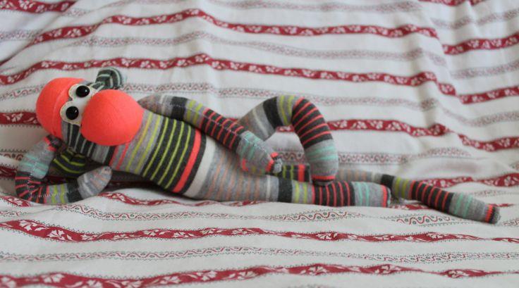 Mono calcetín: primera toma de contacto con una máquina de coser