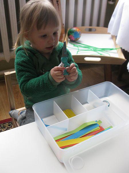 Tosiowe igraszki: Dwulatek i nożyczki
