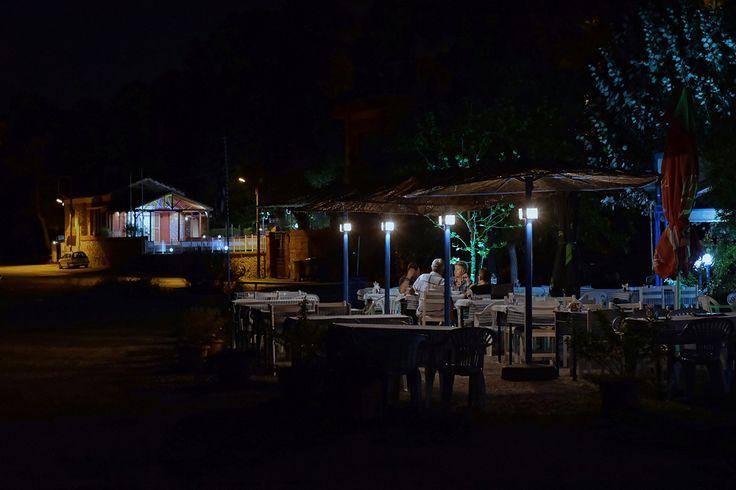 Νύχτα σε ψαροταβέρνα της Νέας Κρήνης (Σεπτέμβριος 2017)