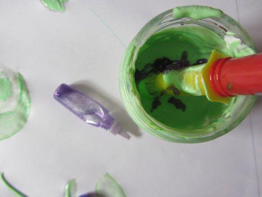Dodawanie brokatu do farbki