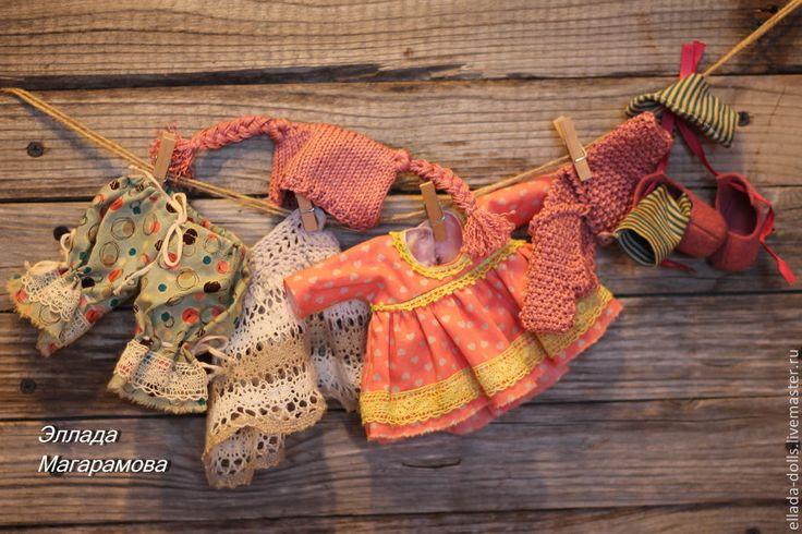Купить или заказать Игровая кукла Василиса. в интернет-магазине на Ярмарке Мастеров. Игровая текстильная кукла Василиса, малышка со сказочным именем. Ярко рыжие, волнистые волосы спускаются до пола. Игровая текстильная кукла Василиса - маленькая кукла, как маленькая девочка, с большими зелено карими глазами. Вся одежда и обувь полностью снимаются. В комплект входят: платье, панталончики с кружевами, жакет, шапочка с косичками, башмачки, чулочки и лента для волос. Василиса очень любит…