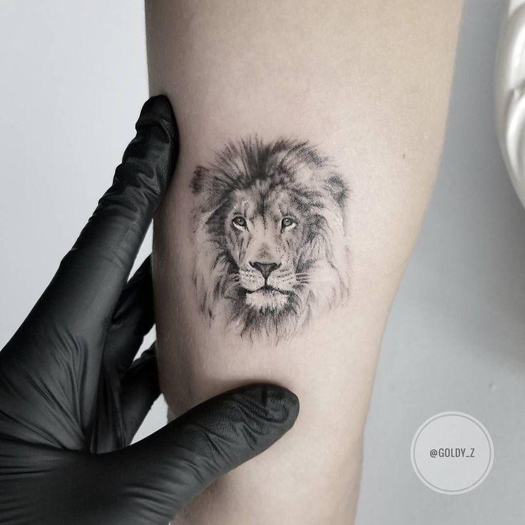 Tiny Löwen Tattoo-Idee von @goldy_z