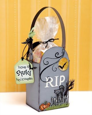 A link to fun Halloween papercrafting and #DIY ideas! #CTMH