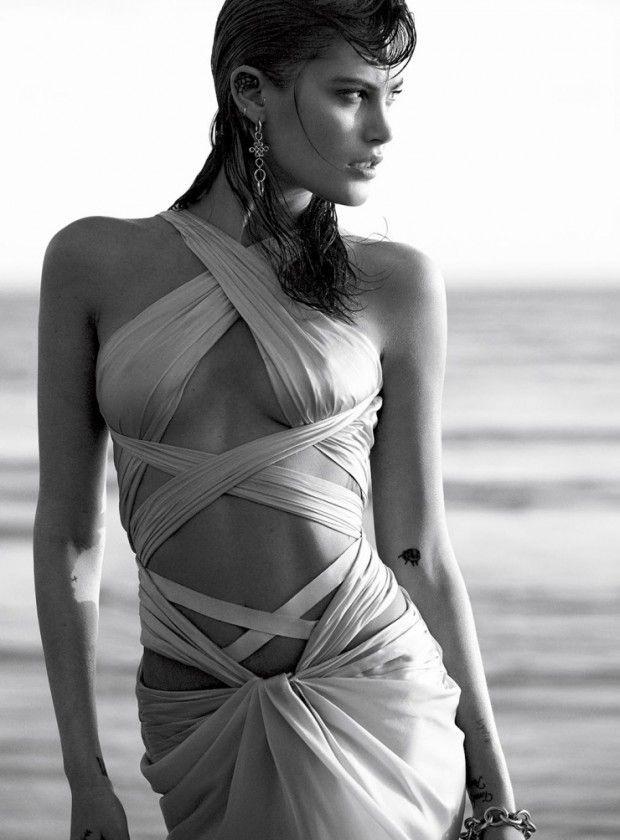 Catherine McNeil encarna uma sereia moderna para a Vogue Espanha Maio 2015