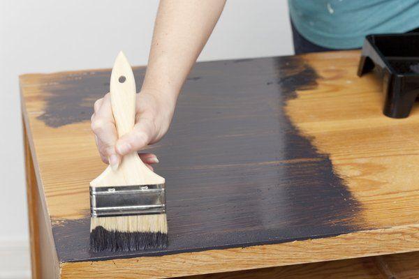 Comment teinter un meuble ? // http://www.deco.fr/bricolage-travaux/renovation/fiche-utile/teinter-un-meuble/