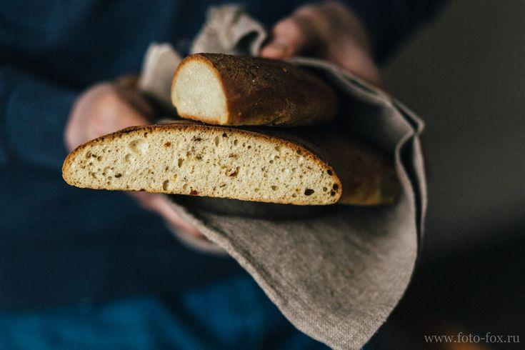домашний хлеб в руках