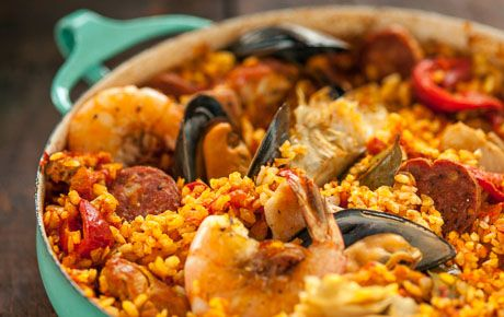 This impressive paella is a perfect party dish and a fun meal to cook together with your guests. Add 1 cup of frozen peas along with the mussels, if you like.
