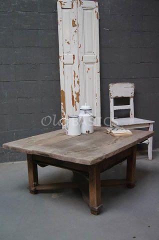 Salontafel 20011 - Stoere salontafel met een x-poot. Een ambachtelijke blank houten tafel, in het blad zitten prachtige nerven!