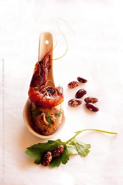 Finger Food: cucchiaio di spuma di fagioli e gambero by Pane, burro e marmellata, via Flickr