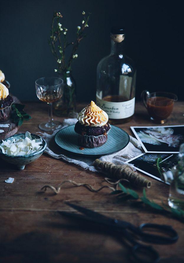 Muffins double chocolat & banane, glaçage à la mascarpone frosting & sauce caramel / Call me cupcake (en anglais)