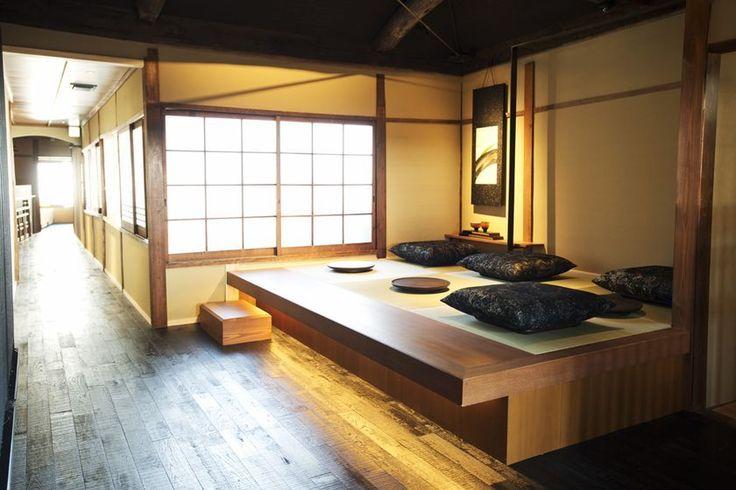 スタバの新店「スターバックス コーヒー 京都二寧坂ヤサカ茶屋店」2017年6月30日オープン。日本家屋で世界遺産・清水寺も近い!  各座敷に設けた床の間には、コーヒーストーリーを表現し、京都の丹後ちりめんで表装されたオリジナル<br />  の掛軸を掛け、京都の文化とスターバックスのコーヒー文化の融合を表現。