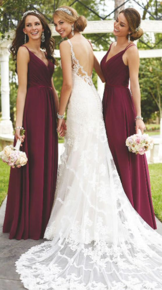 Rich and warm, burgundy shows off its softer side when paired with soft pinks and champagne. Like the color of a fine wine, this pinky-red is gorgeous on bridesmaid dresses, in signature drinks, and planted in bouquets.