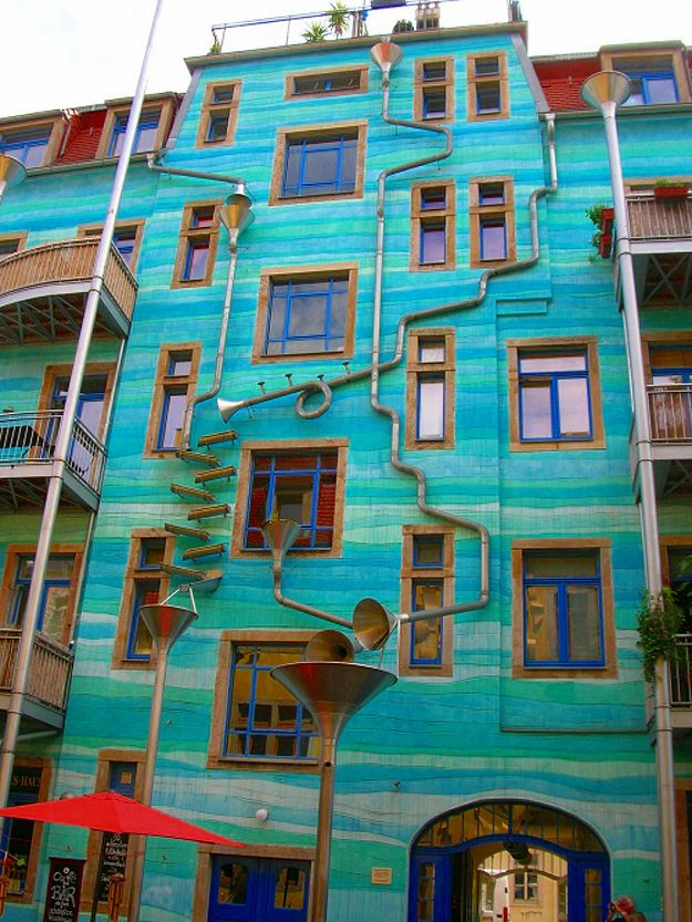 This is called the #Kunsthofpassage #FunnelWall that #plays #music when it #rains and it's located in #Dresden, #Germany. - #Aesthetic #Architecture: Dresden Germany, Houses, Music Instruments, Buildings, Architecture, Places, Plays Music, So Cool, Rain