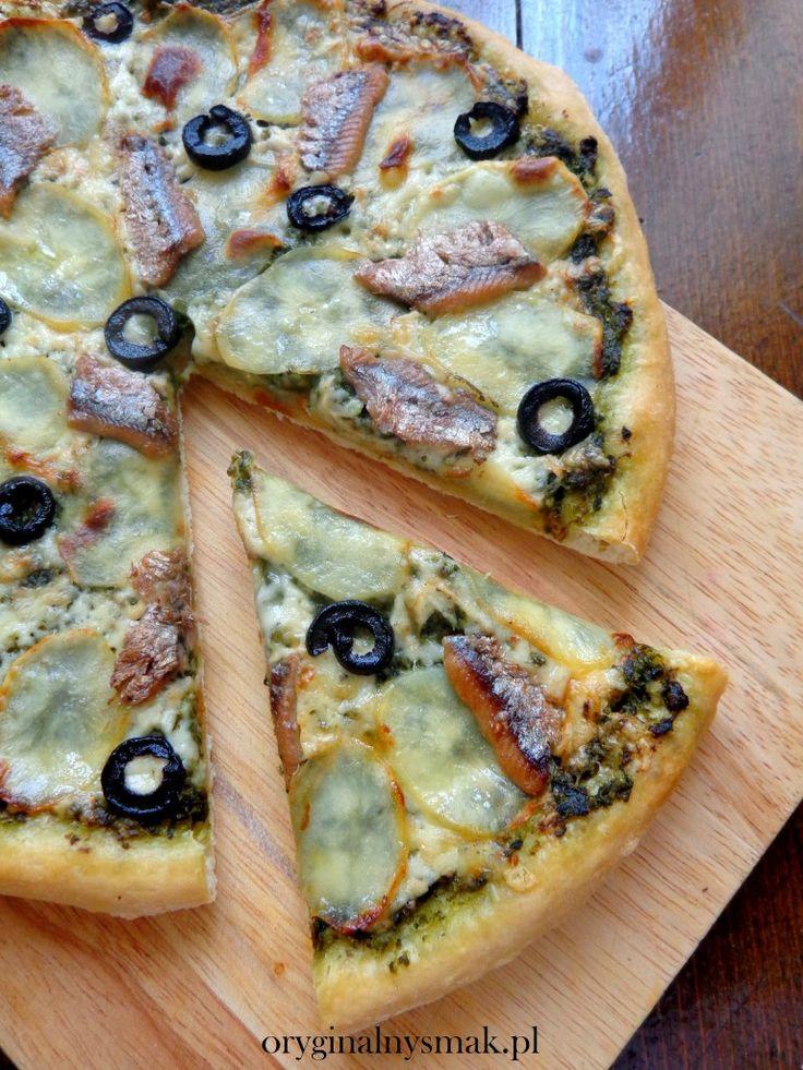 Pizza ze szpinakiem, ziemniakami, anchois i oliwkami