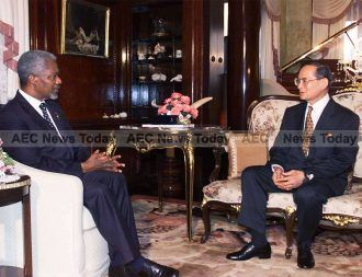 Secretary-General Kofi Annan (left) meeting with His Majesty King Bhumibol Adulyadej of Thailand at Klai Kangwol Palace, in Hua Hin District in Thailand, 10 February 2000.