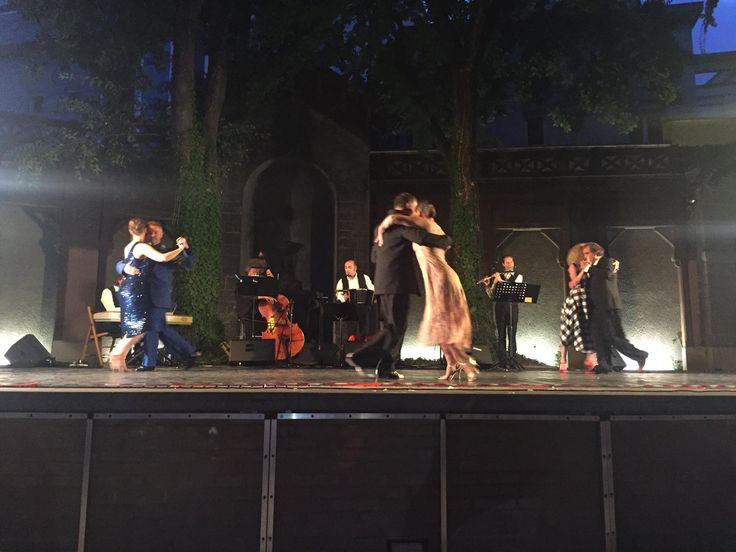 """Tango da vedere... in forme artistiche diverse... avvolti in un manto di stelle! ⭐️🌙💫Complimenti agli organizzatori del Padova Tango Festival 2017 """" L'abbraccio della città"""" e grazie per aver dedicato la serata al Cinquantenario di #Paoul.  A tango to see.. in different artistic shapes... surrounded by a starry sky! ⭐🌙💫 Congratulations to the organizers of the Padova Tango Festival 2017 """"L'abbraccio della città"""" and thanks to who has dedicated this night to Paoul's 50th Anniversary…"""
