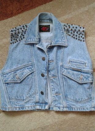 Kup mój przedmiot na #vintedpl http://www.vinted.pl/damska-odziez/kamizelki/14010285-kamizelka-jeansowa-ze-zlotymi-cwiekami