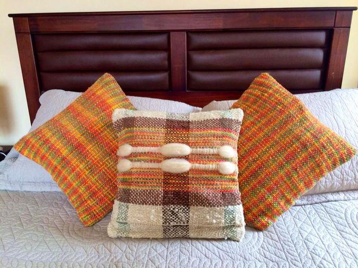 Juego de 3 cojines tejidos con lana natural en telar maría