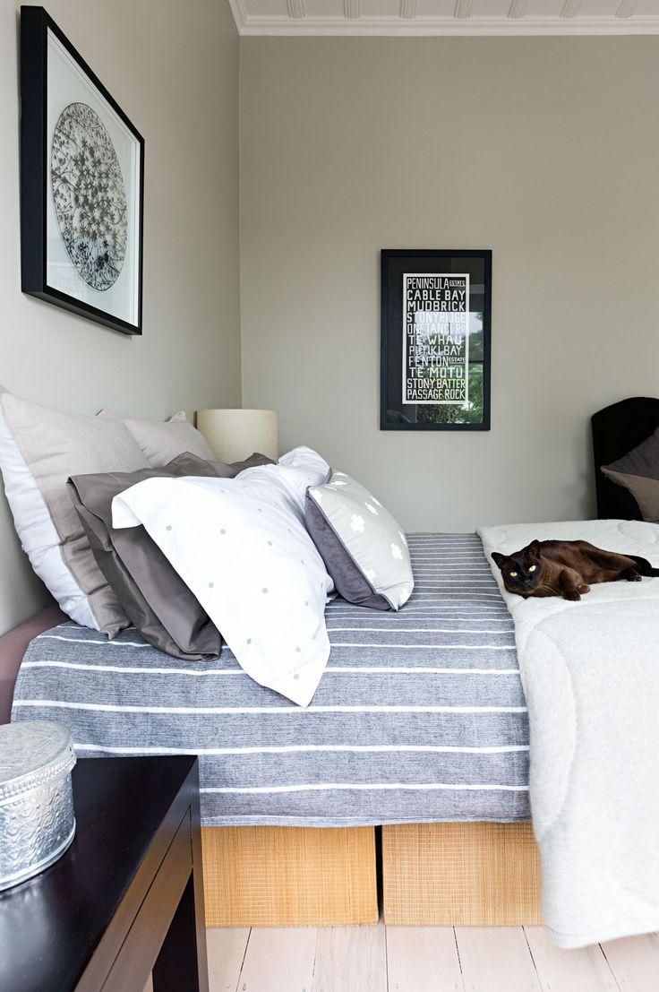 IOT0115HBELL_10 bedroom modern stripe linen blue grey cat